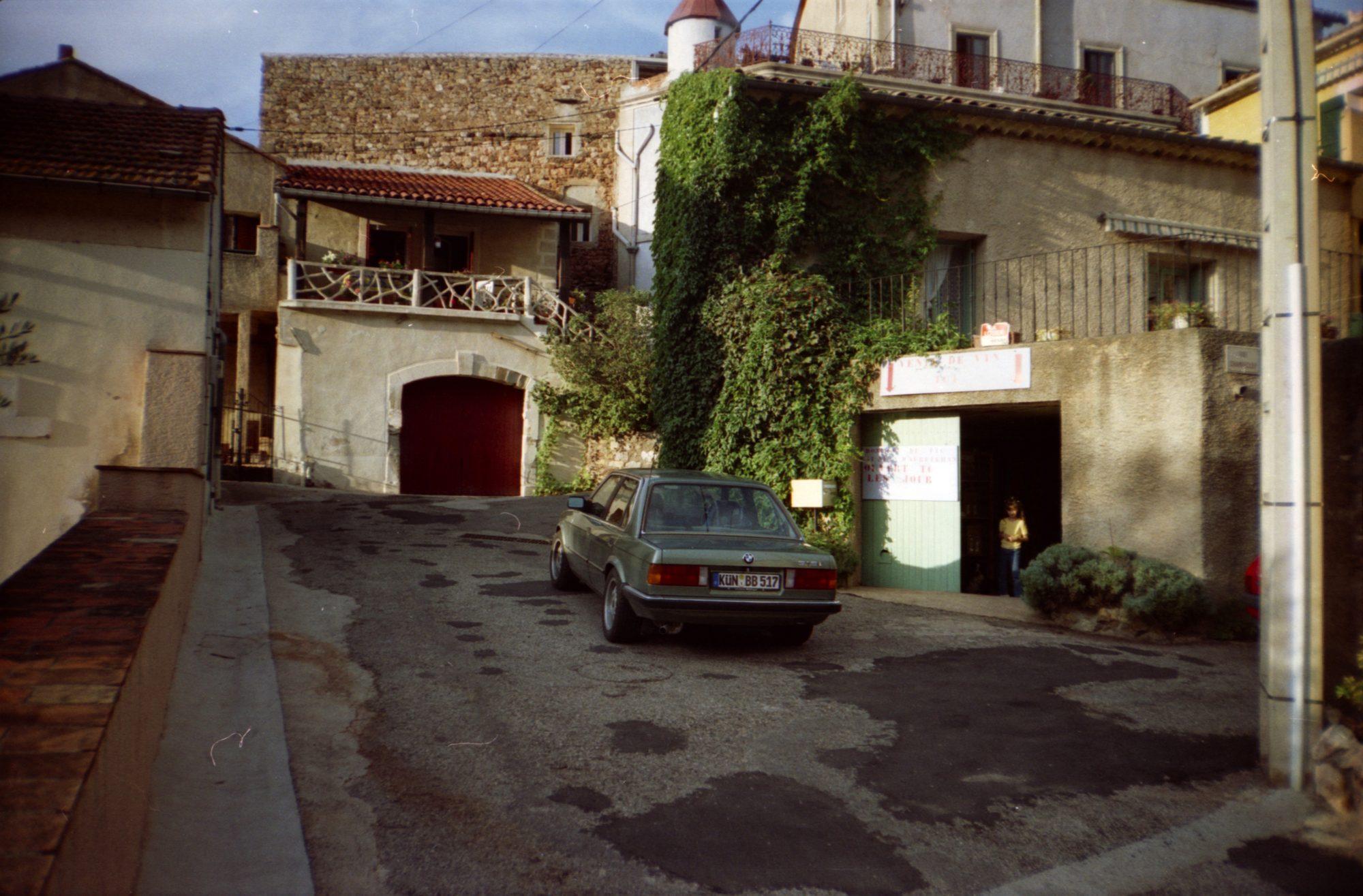 Wein kaufen in Südfrankreich im August 2003.