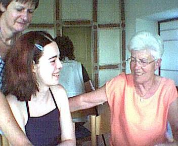 Geburtstag von Omi 2001. Sabrina und Omi.