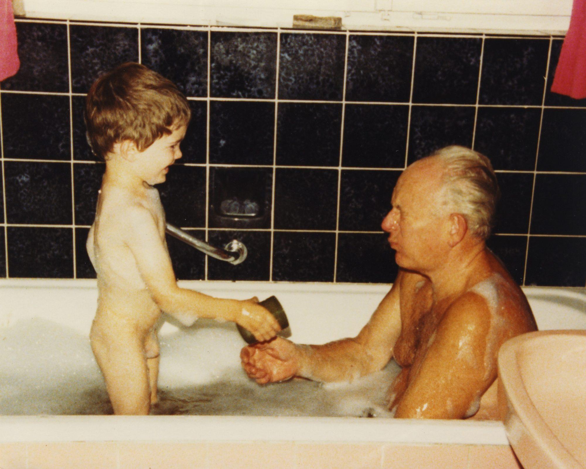 1980 - Thilo und Opa in der Badewanne, Teil 3