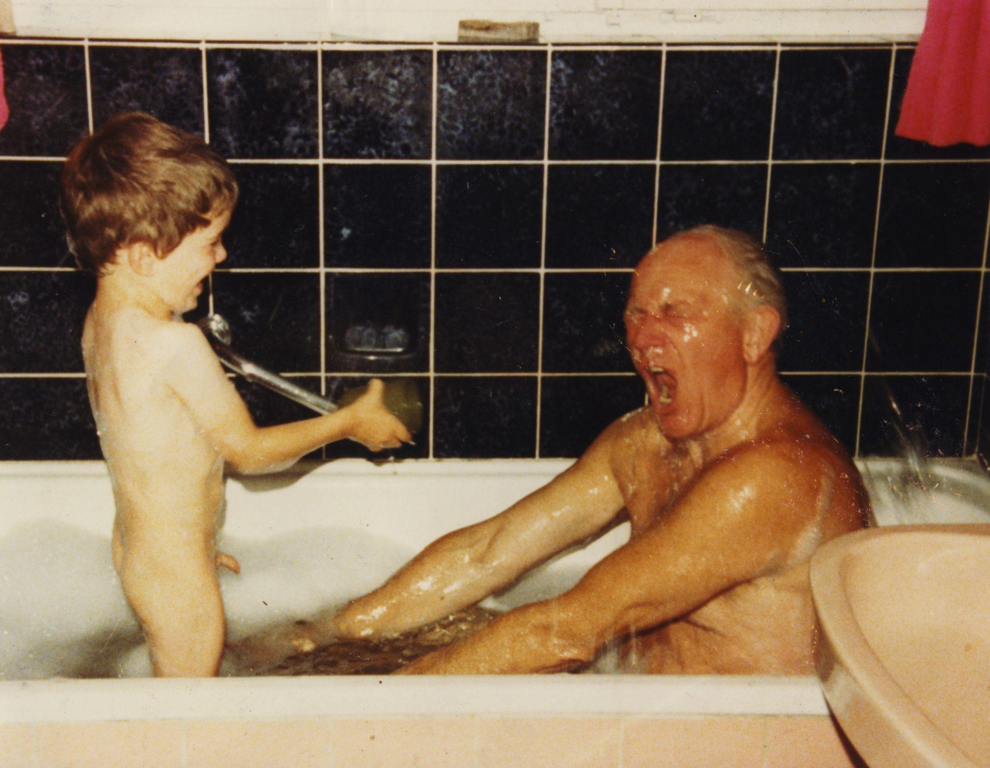 1980 - Thilo und Opa in der Badewanne, Teil 4