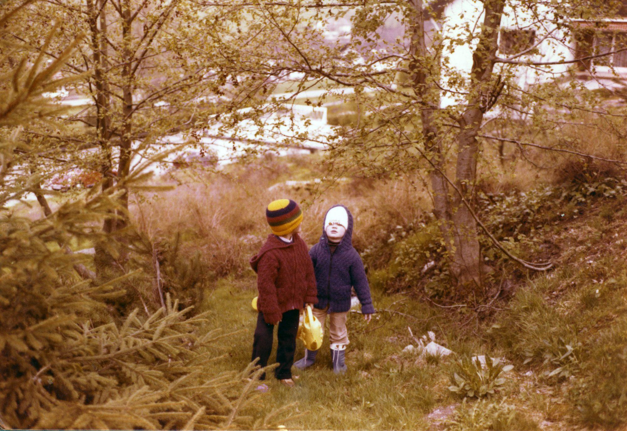1981 - Michael und Thilo in Mitteltal auf Erkundung. Man beachte die Wandermützen!