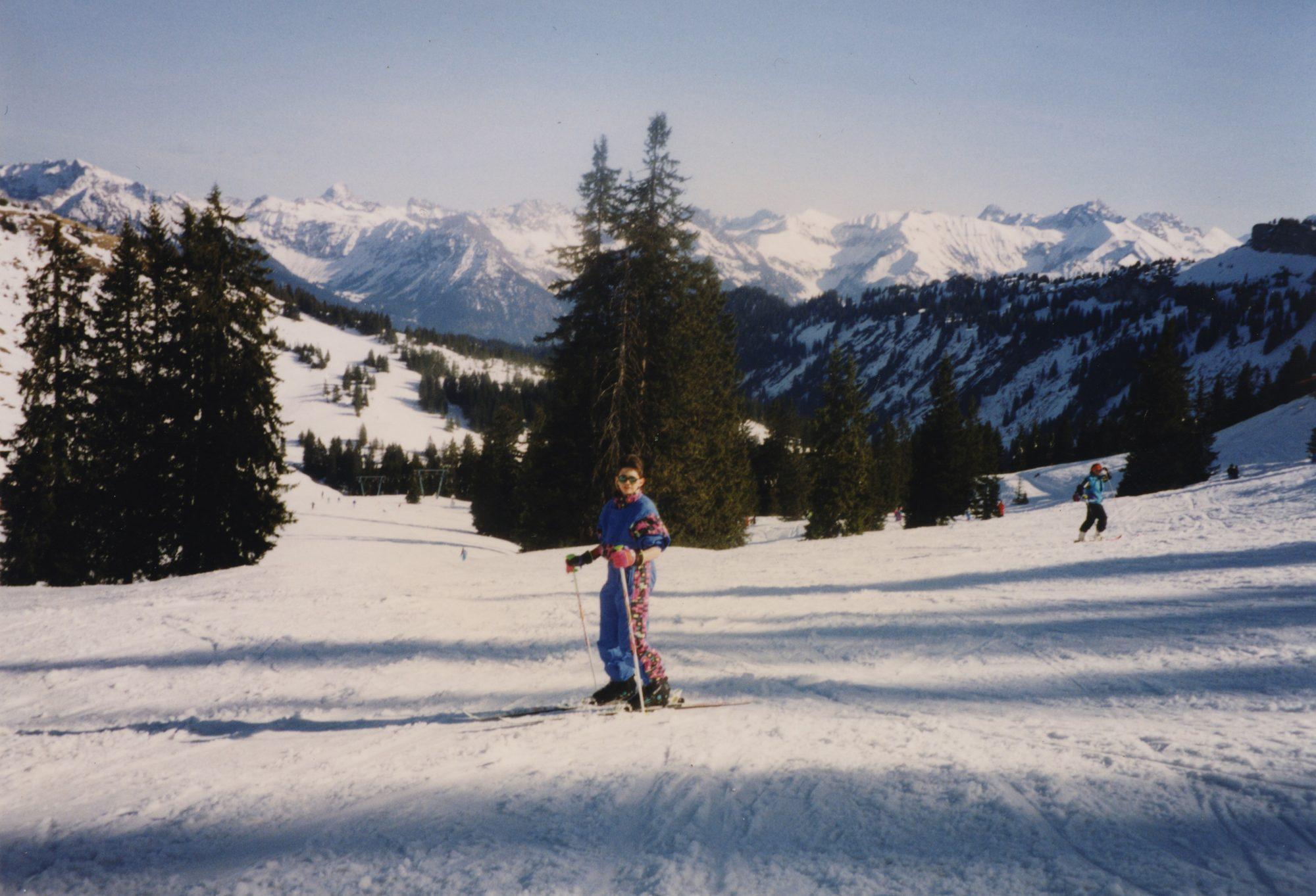 Besser spät als nie. Mit 14 lerne ich während dem Ski-Schullandheim das Skifahren.