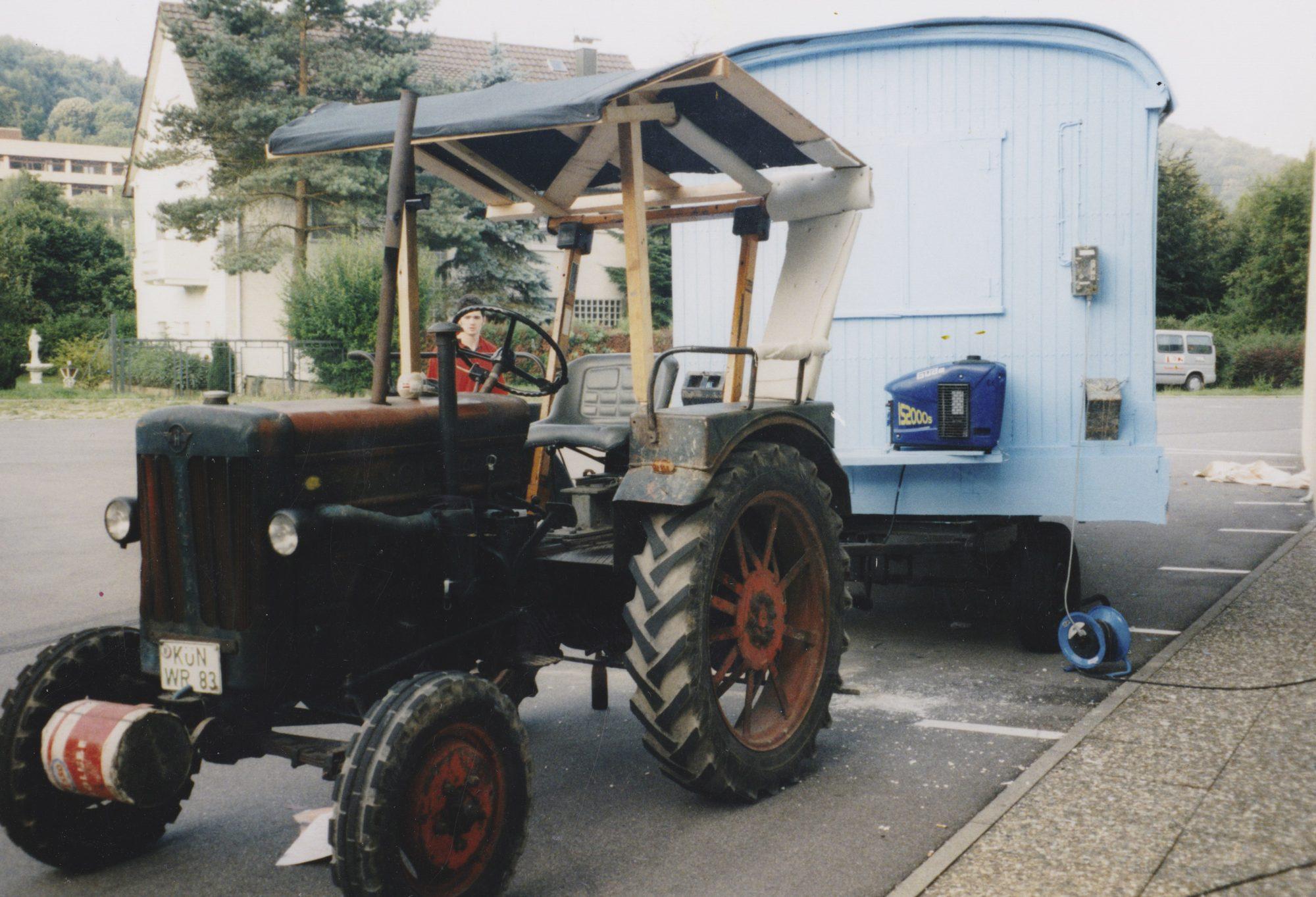"""Hanomag mit Anhänger. Kurz vor dem Start zu """"Vierzig Wagen Westwärts"""", eine grandiose Pfadfinderaktion im Sommer 1999."""