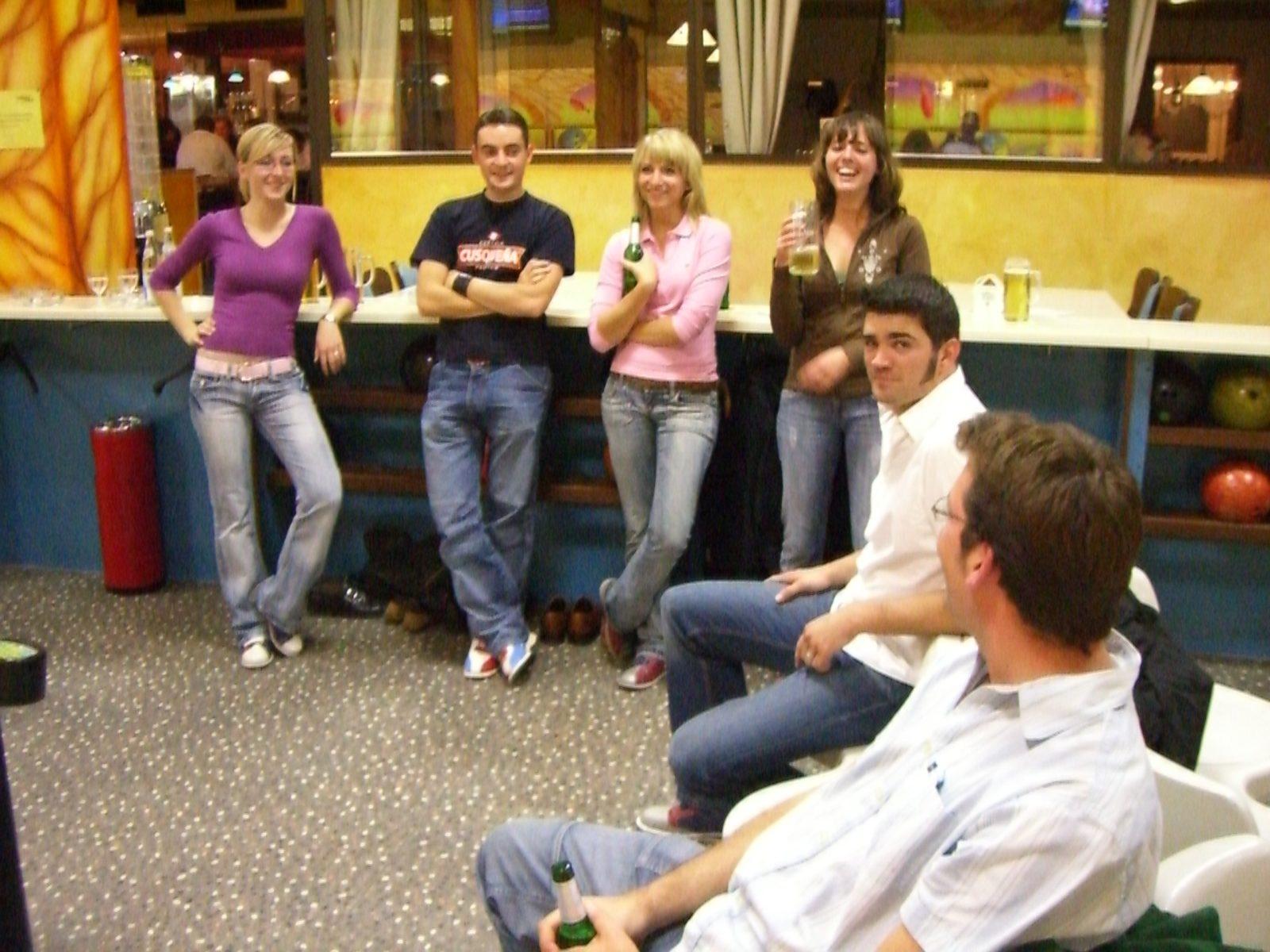 Das erste gemeinsame Bowling in Feuerbach. Vicky, Simmons, ?, Luisa, Thilo und Jan.