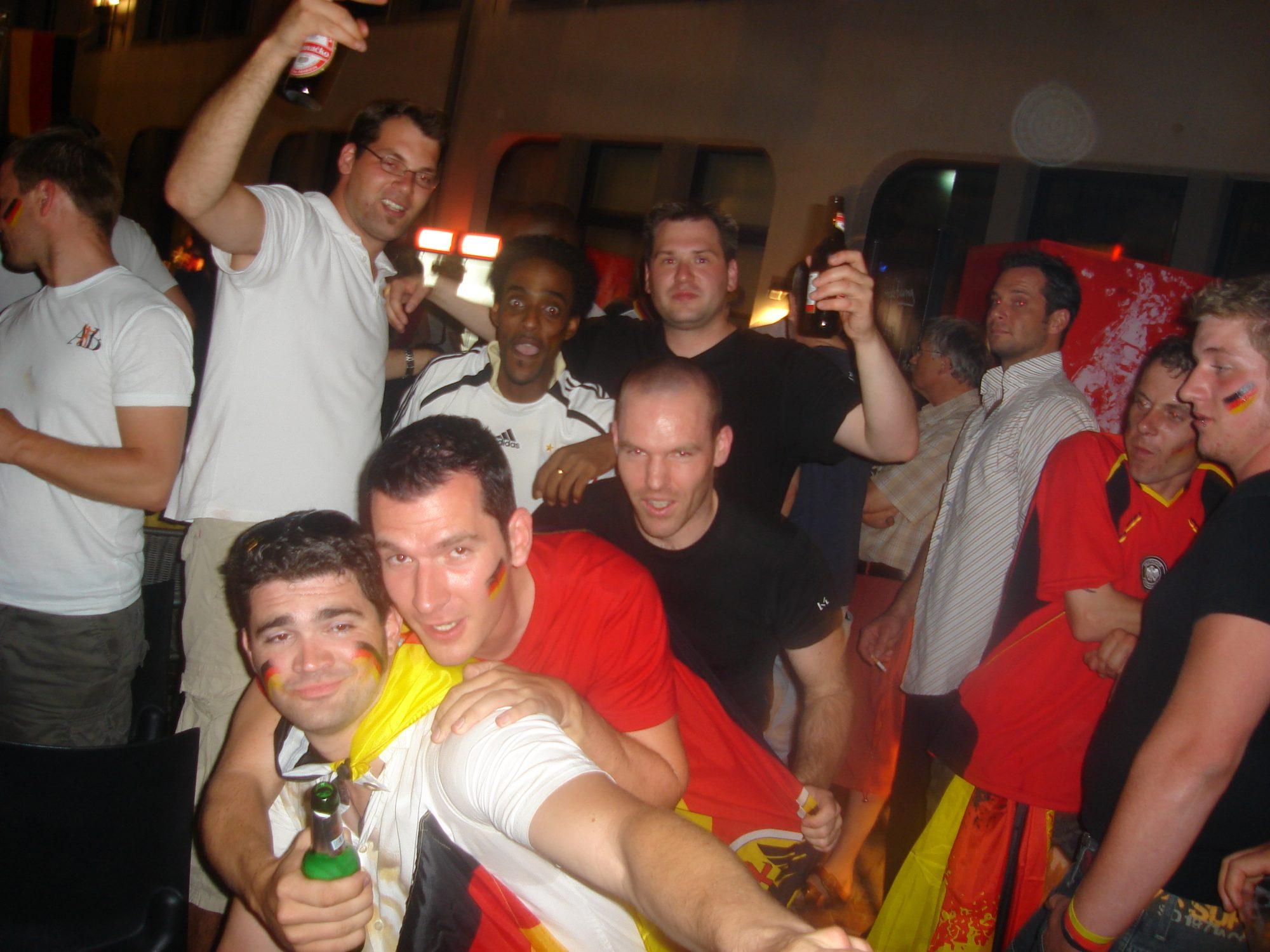 Vor dem Anpfiff des Halbfinales der WM 2006 in Deutschland. Jan, Thommas, Mort und Thilo.