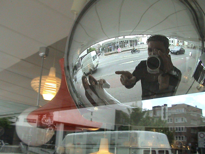 Im Mai 2004 - Globe Pics in Innsbruck.