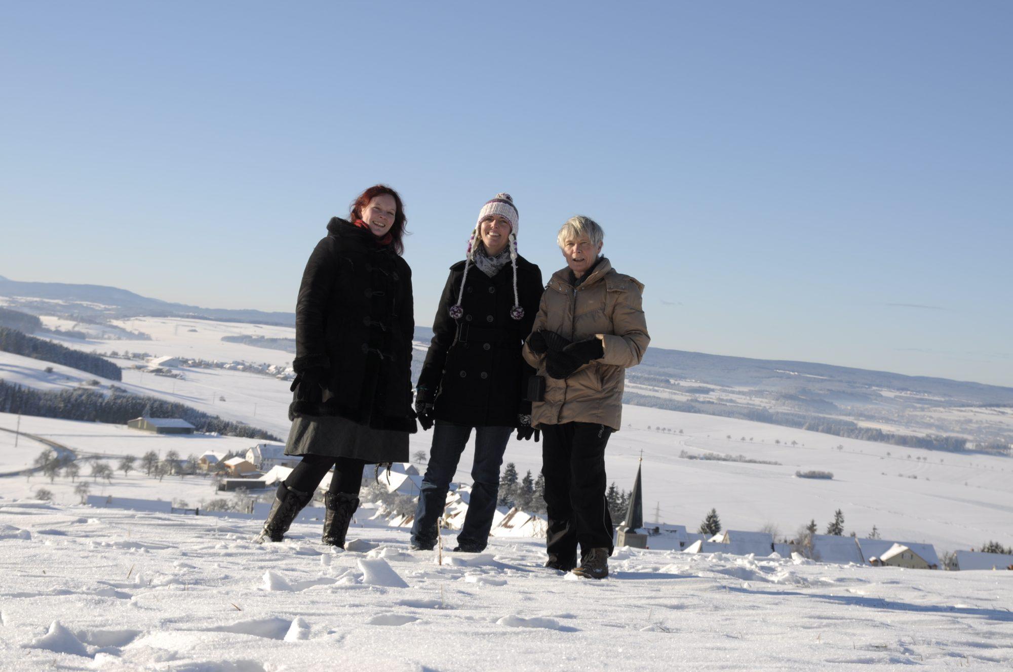 Dezember 2010 - Winterlandschaft auf dem Fürstenberg. Johanna, Luisa und Mama.