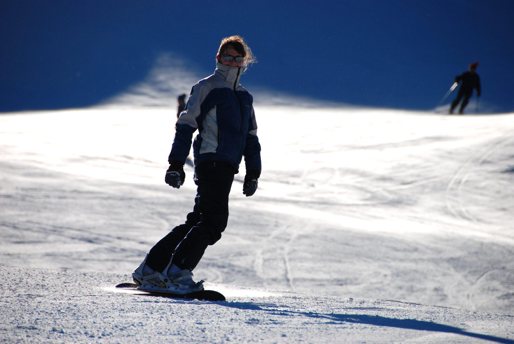 Januar 2008 - Luisa auf dem Snowboard, noch ohne Helm.