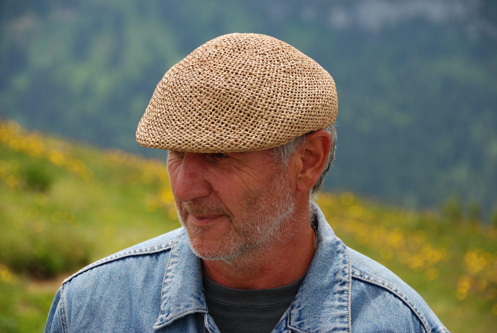 Juni 2012 – Familientreffen im Allgäu. Wandering Wolfgang mit Master-Schlapp-Kapp.