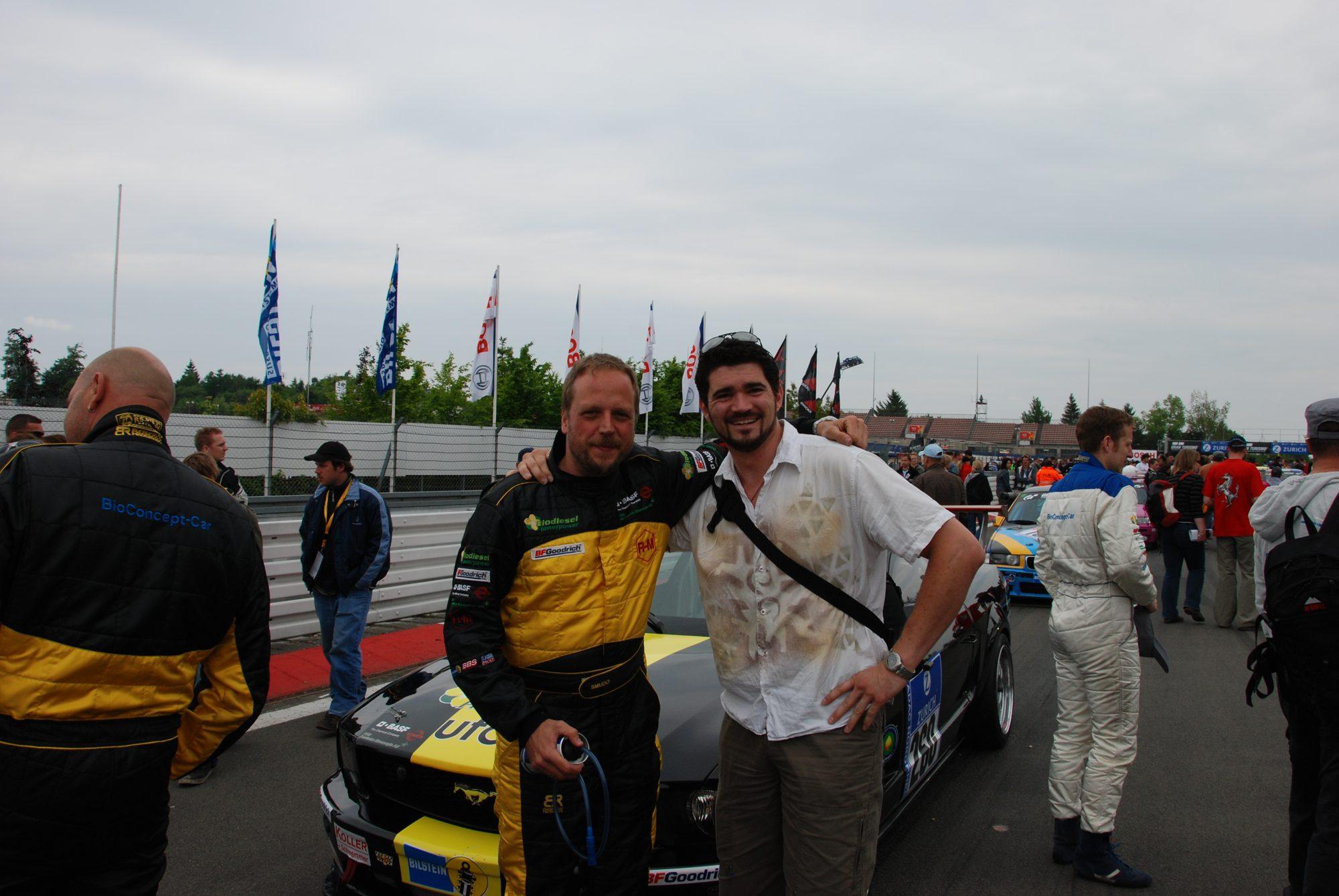 Mai 2008 - Vor dem Start zum 24h Rennen auf dem Nürburgring. SMUDO und Thilo mit Bio-Diesel Mustang.
