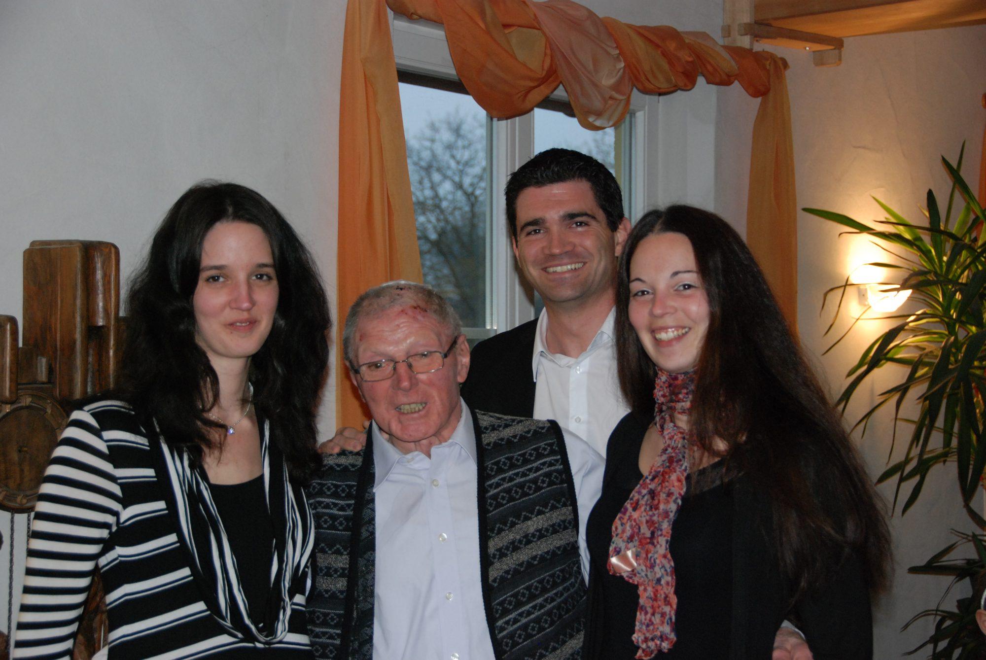 Tamara, Opi, Thilo und Sabrina während Opis 85sten Geburtstag in Heitersheim