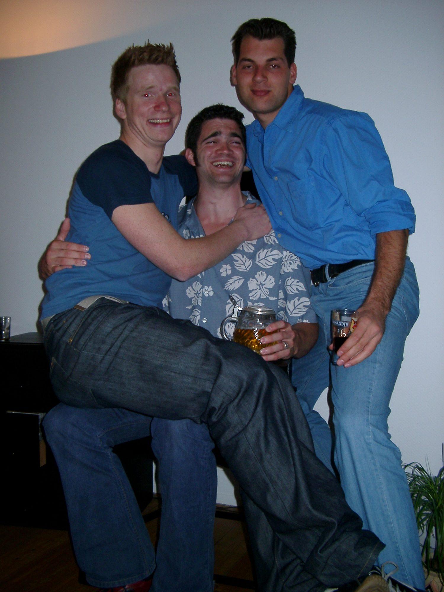 Auf dem Geburtstag von Ray. Roman, Thilo und Jan im Juni 2002.