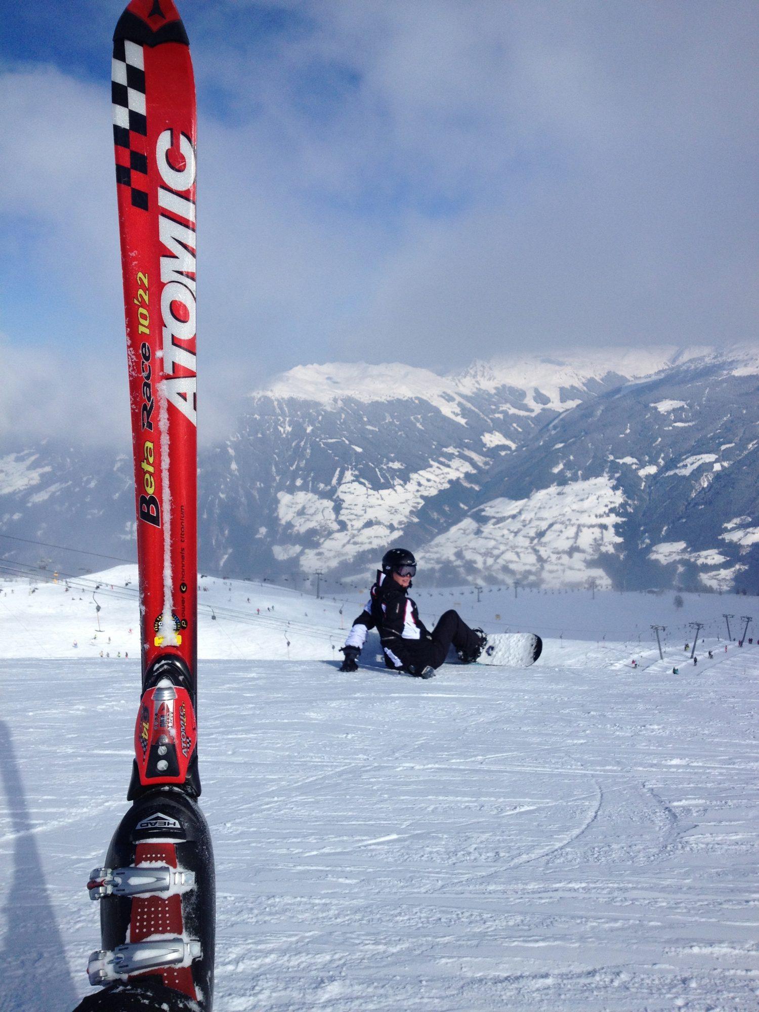 Februar 2013 - Luisa im Schnee und Thilos Ski.