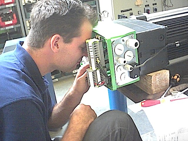 """2002 - Nach Abschluss unserer Ausbildung zum Industrieelektroniker hatten wir noch 4 Wochen zu """"Arbeiten"""" bevor Jan den Weg des Lehrers einschlug und ich des Mediengestalters."""