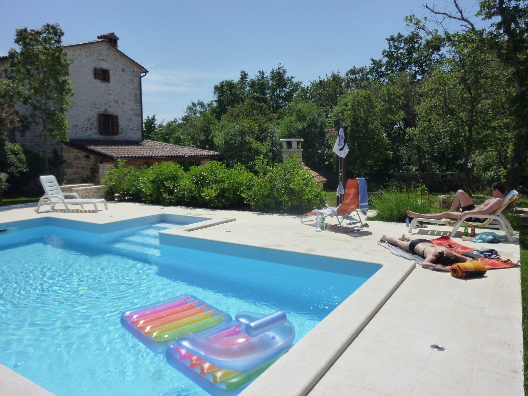 2010 - In Kroatien am Pool. Urlaub mit Nadine und Martin.