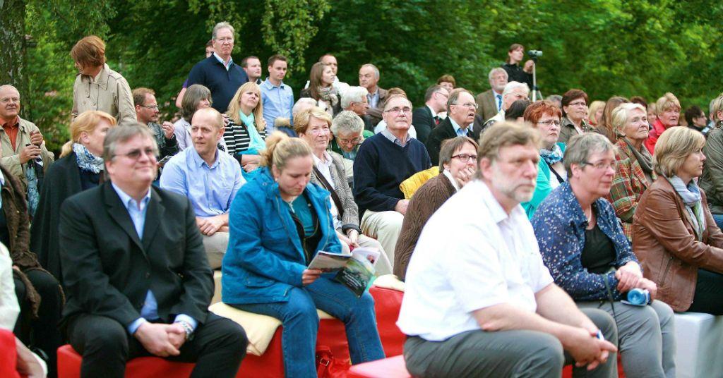 """Theater im Fluss in Künzelsau, Premiere des Stücks: """"Der kaukasische Kreidekreis""""."""