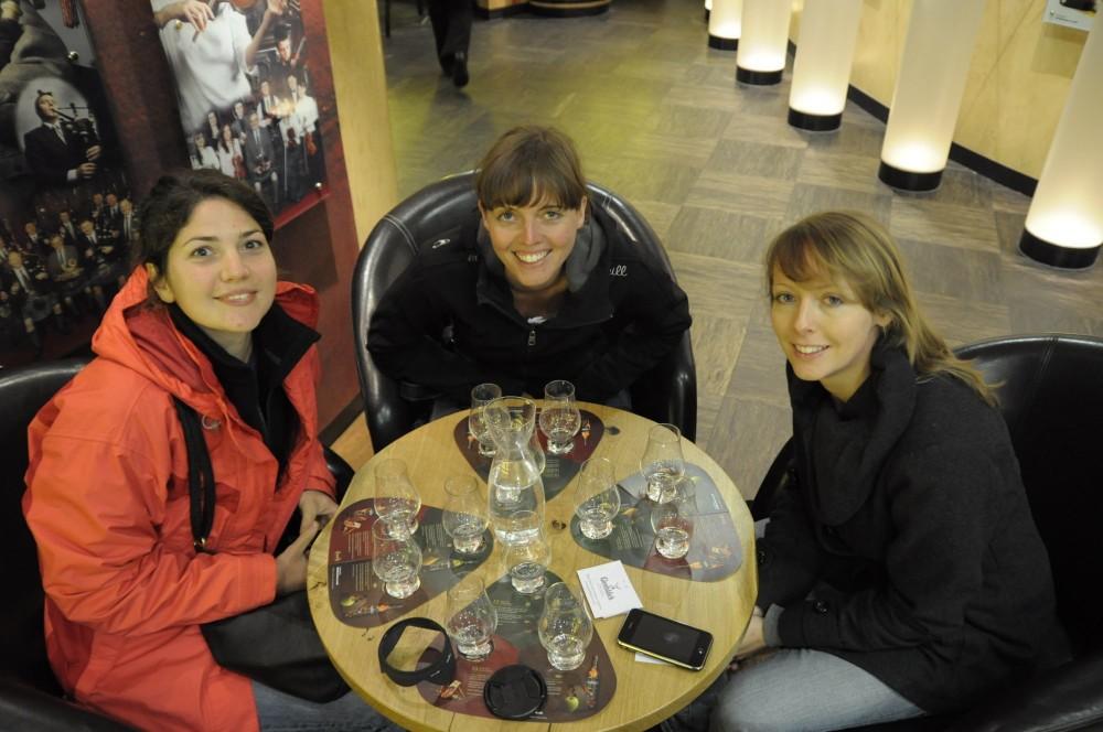 Glen Fiddich Destillery 2011 - Tasting. Rosi, Luisa, Maria und ich beim Tasting.