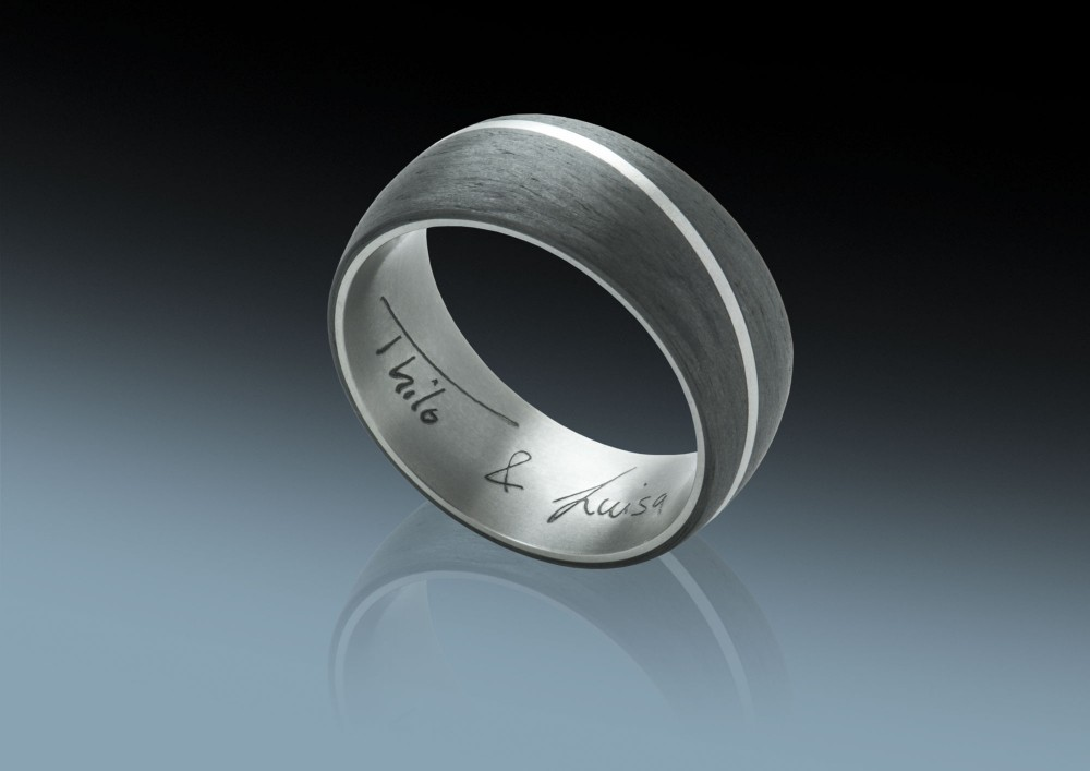 Luisas Ring - Carbon und Titan